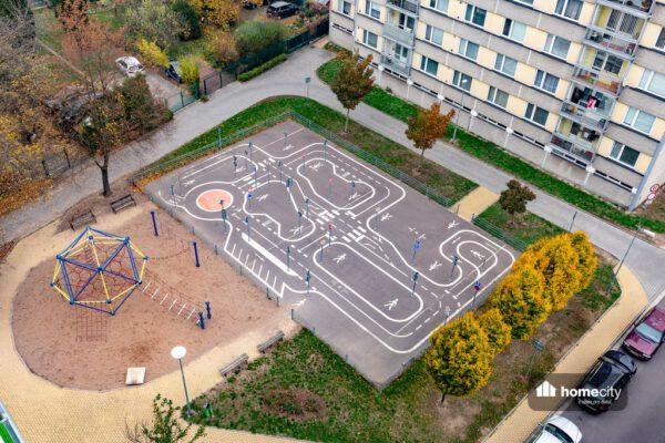 Pohled na dětské hřiště