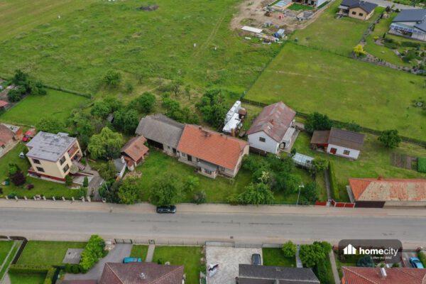 Další pohled z dronu na dům