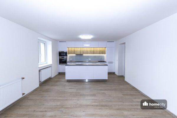Kuchyňský kout s obývákem