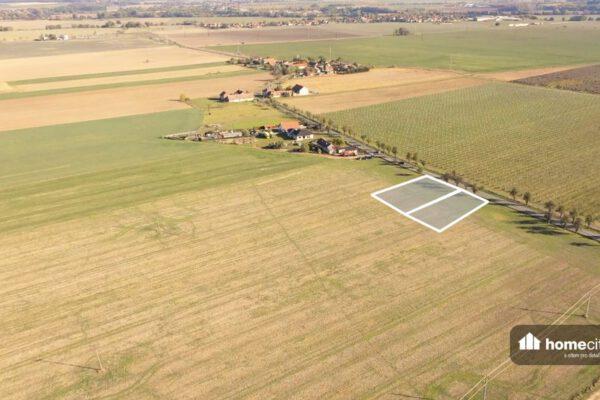 Pohled z dronu na pozemek