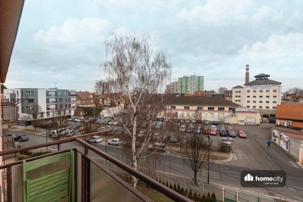 Pohled z balkonu do centra města
