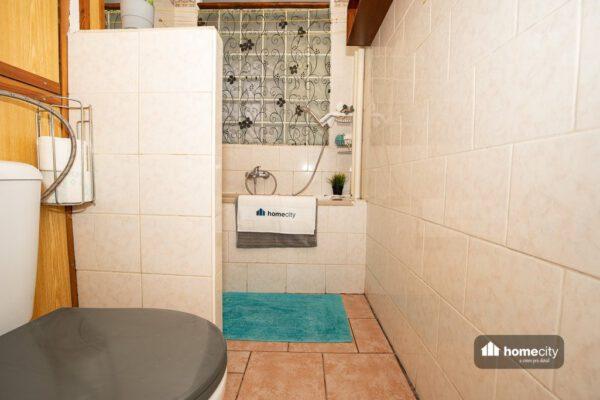 Toaleta s koupelnou